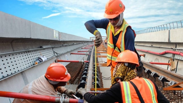 Hingga Akhir 2018, Progres Pengerjaan LRT Jabodebek Capai 54,4 Persen (34345)