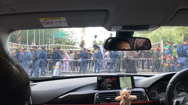 FOTO KHUSUS LIPSUS, Gerakan #2019GantiPresiden,  Neno Warisman diadang di Pekanbaru