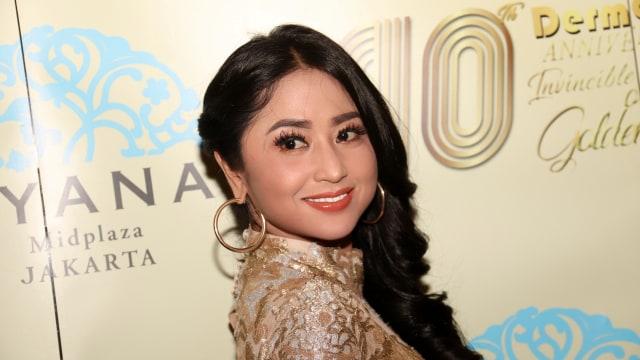Dewi Persik Rajin Video Call dengan Ayahnya di Jember (1033021)