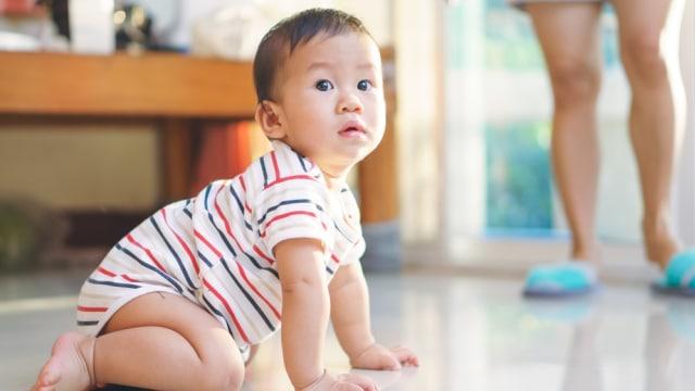 Lutut Bayi Hitam Karena Merangkak, Ini yang Perlu Dipahami Orang Tua (313622)
