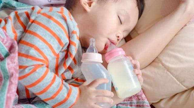 Kesalahan yang Paling Sering Dilakukan Orang Tua Saat Beri Anak Susu Formula (41256)