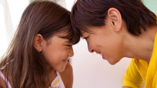 Ilustrasi Ibu dan Anak Usia Praremaja