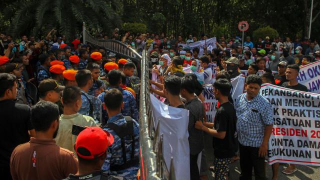 FOTO KHUSUS LIPSUS, Gerakan #2019GantiPresiden, Neno Warisman, Neno Warisman diadang di Pekanbaru, Pekanbaru, Aksi Ganti Presiden