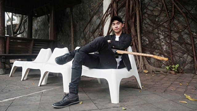 Ini Sosok Cowok Indonesia Pertama Yang Magang Di Yg Entertainment Kumparan Com