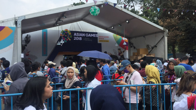 Kondisi antrean di Super Store Inasgoc Asian Games 2018