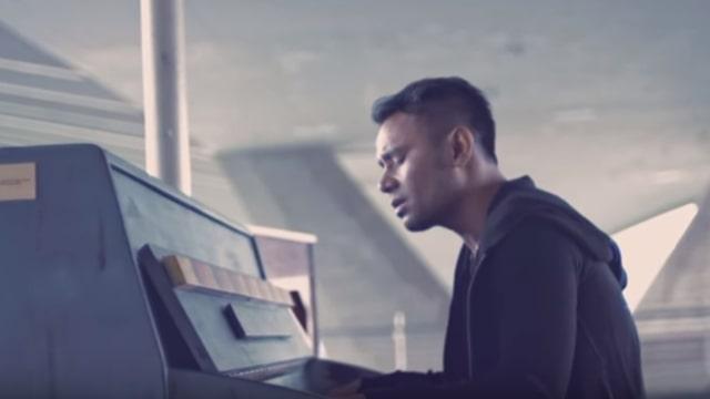 Judika di video klip lagu 'Jadi Aku Sebentar Saja'