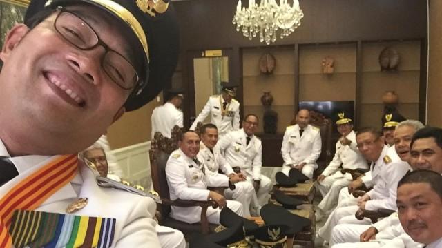 Ridwan Kamil seflie dengan para gubernur yg baru dilantik, Pelantikan Gubernur