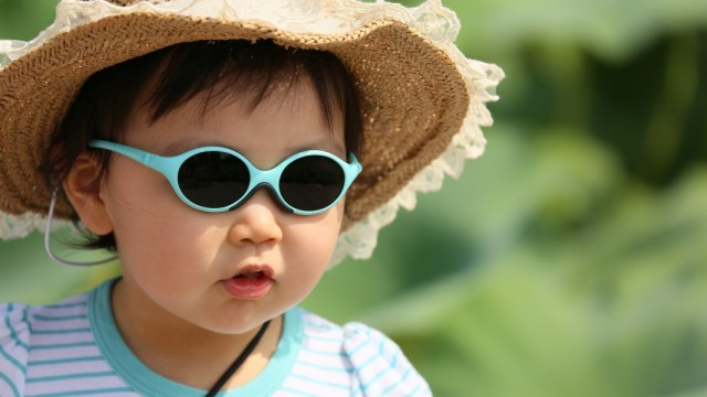 Ilustrasi Anak Balita memakai Kacamata
