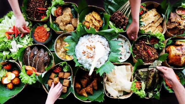 Asal Mula Makan Pakai Tangan, Cara Makan Asli Orang Indonesia (607066)