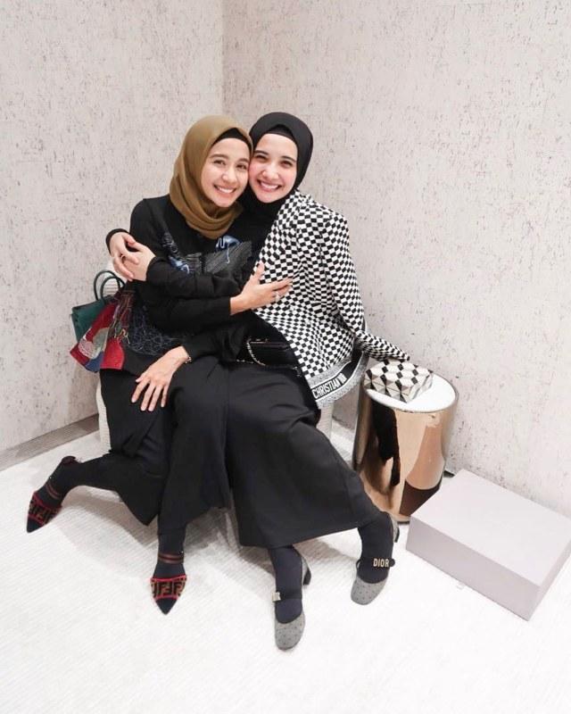 Membandingkan Gaya Hijab Ala Laudya Cynthia Bella Dan Zaskia Sungkar Kumparan Com