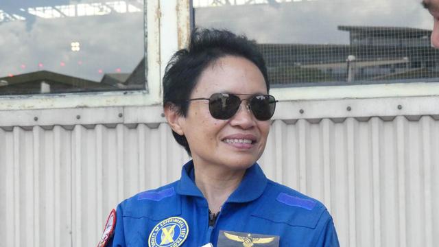Kisah Esther Gayatri Saleh, dari Fotografer Istana Jadi Pilot Penguji Pesawat (879920)