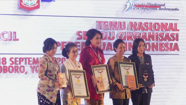 Rini Soemarno Buka Acara Temu Nasional Perempuan Indonesia di Yogya (75760)
