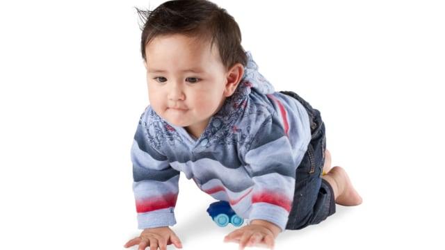 Sudah Hampir Umur 1 Tahun Tapi Bayi Belum Merangkak Apa Yang