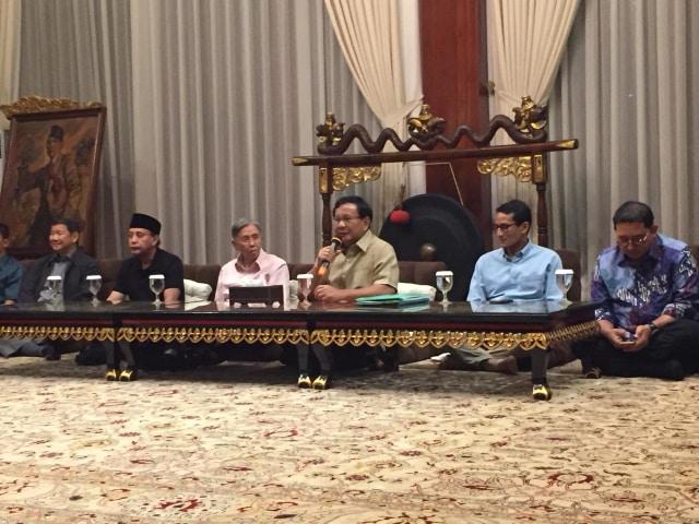 Kwiek Kian Gie usai berdiskusi bersama Prabowo-Sandi