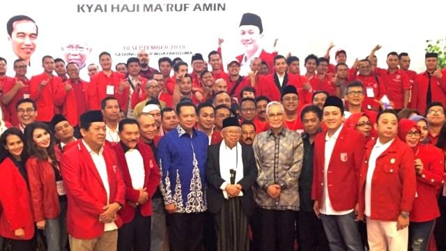 Ma'ruf Amin, Try Sutrisno, AM Hendropriyono, Diaz Hendropriyono berfoto bersama Kader PKPI