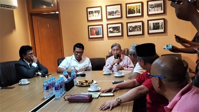 Kwik Kian Gie ke Posko Pemenangan Jokowi, Diskusi dengan Timses (118008)