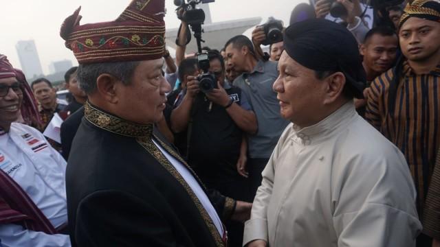 Prabowo  sambut kedatangan SBY