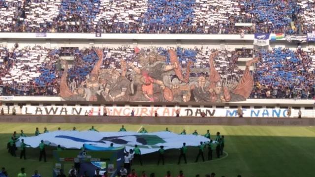 FOTO LIPSUS, SUPORTER, Koreografi Persib vs Persija di Stadion GBLA oleh Viking.