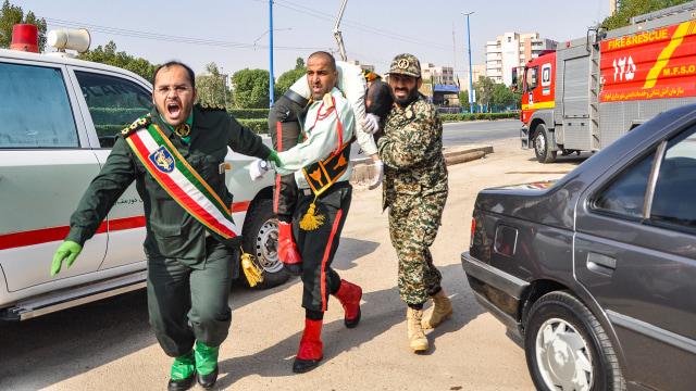Penembakan di parade militer Iran