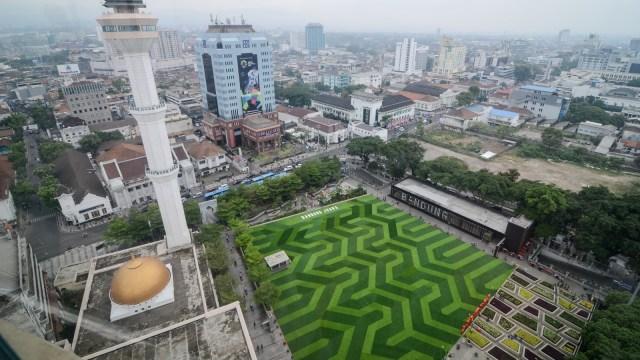 Suasana Taman Alun-alun Bandung setelah direvitalisasai, Jawa Barat