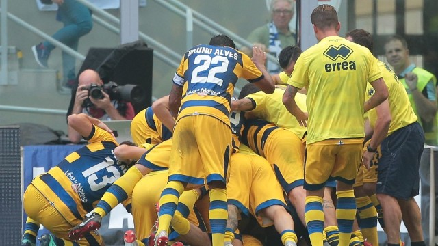 Napoli vs Parma: Sisi Kanan yang Rentan (299116)