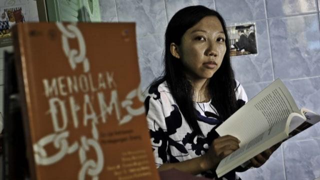 Erwiana, Dari TKI Korban Penyiksaan Menuju Sarjana Ekonomi (344835)