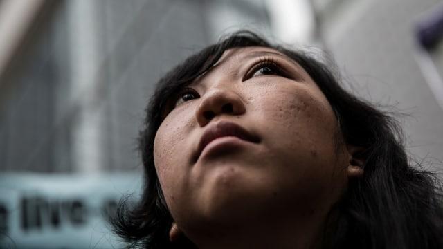 Erwiana, Dari TKI Korban Penyiksaan Menuju Sarjana Ekonomi (344830)