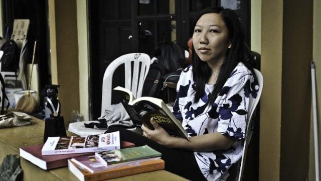 Erwiana, Dari TKI Korban Penyiksaan Menuju Sarjana Ekonomi (344832)