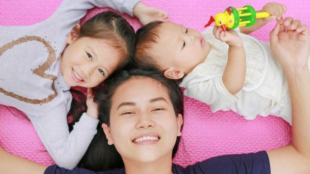 Tumbuh Kembang Bayi Usia 1 Tahun: Bisa Berjalan Sendiri (112459)