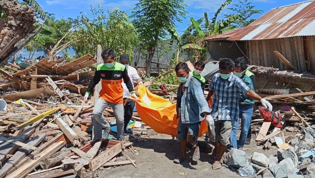 Evakuasi korban gempa di Donggala