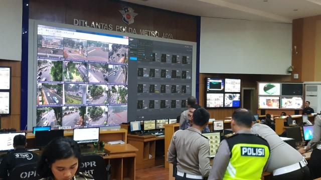 Suasana ruang TMC, ujicoba tilang CCTV (ETLE)