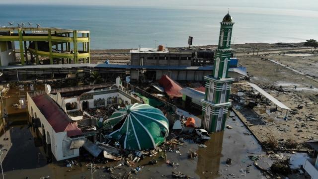 Gambar udara kota palu usaigempa dan tsunami.