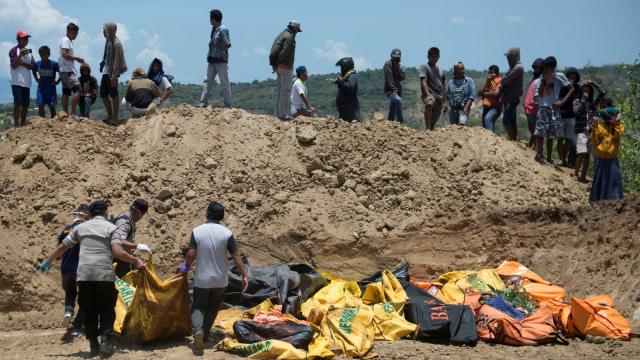 pemakaman masal tsunami di Palu, Sulawesi Tengah