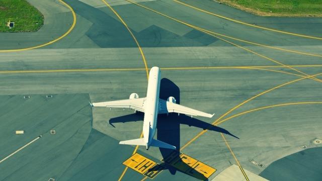 3 Faktor yang Menyebabkan Pesawat Tergelincir saat Melaju di Landasan (10504)