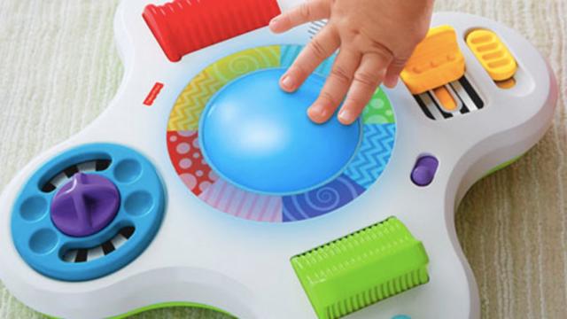 Ilustrasi mainan yang melatih motorik halus bayi