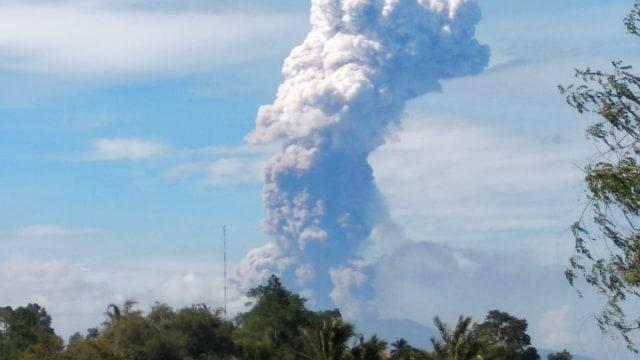 Gunung Soputan di Sulawesi Utara Erupsi (968661)