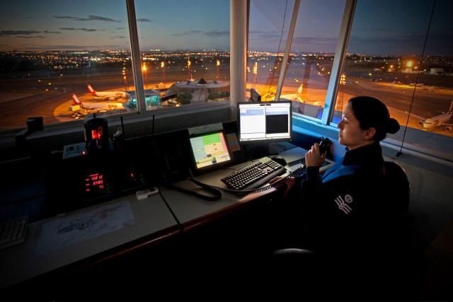 Petugas Air Traffic Controller