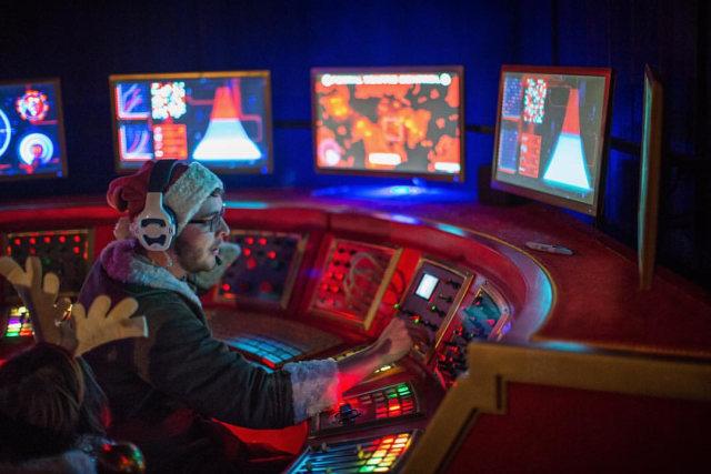 Ilustrasi Petugas Air Traffic Controller Sedang Bekerja