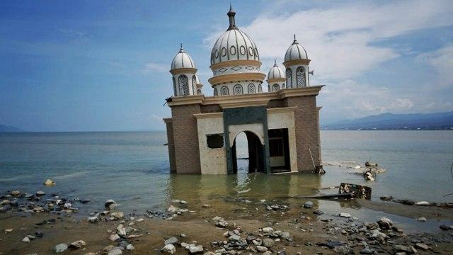 Mengapa Masjid dan Gereja di Palu Tetap Kokoh Meski Diterjang Tsunami? (96945)