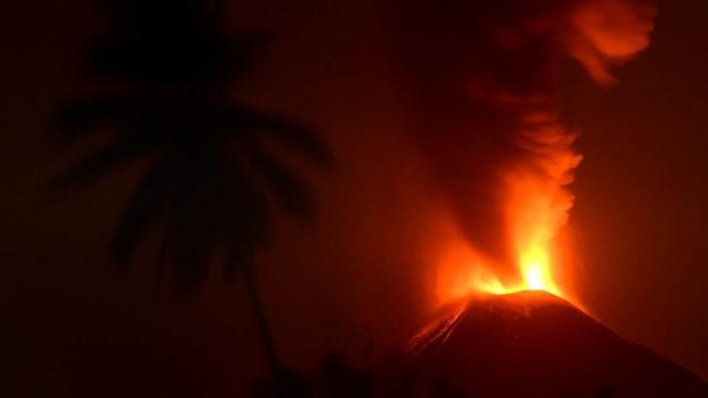 Letusan Stromboli Gunung Soputan