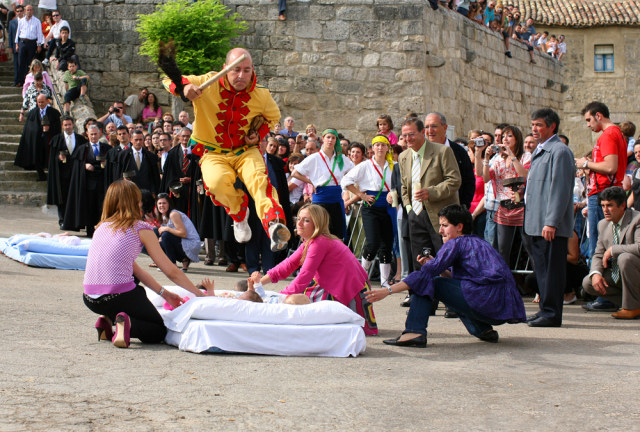 Festival El-Colacho yang Lompat di Atas Bayi