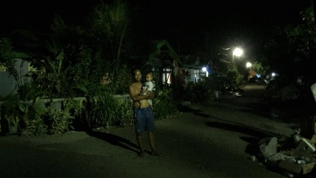 Lampu Menyala di Pemukiman Warga, Jalan Posko, Kota Palu