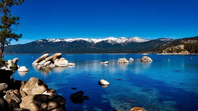 Ilustrasi Danau Tahoe