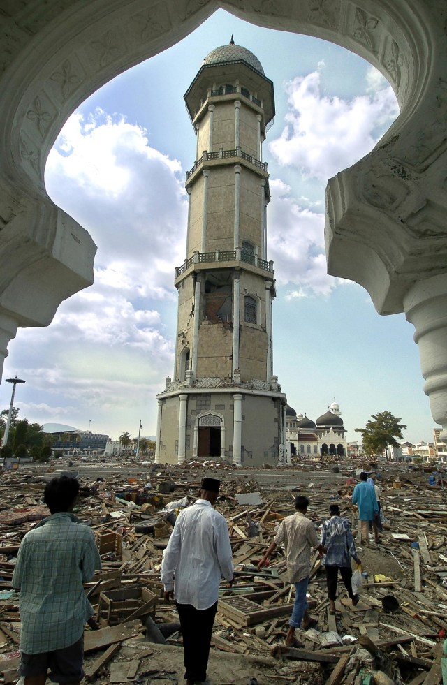 Mengenang Kekokohan Masjid Baiturrahman Saat Diterjang Tsunami Aceh Kumparan Com