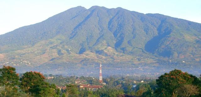 Panorama Gunung Salak Pagi Hari