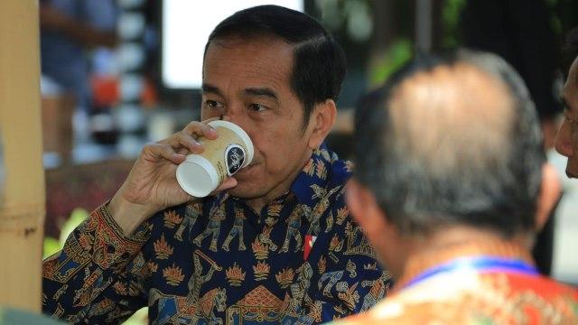 Joko Widodo, jokowi, minum kopi