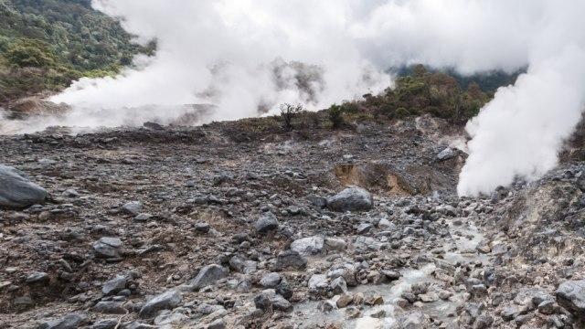Kawah Ratu di Gunung Salak yang beracun