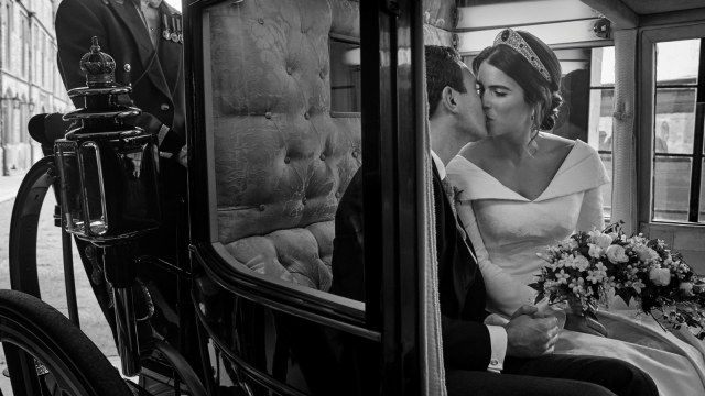Foto resmi pernikahan Putri Eugenie, Jack Brooksbank