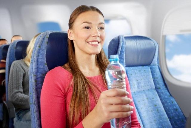 5 Cara Mengatasi Telinga Berdengung Saat Naik Pesawat (2428)