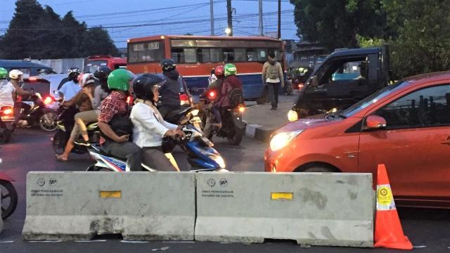 Pengendara Sepeda Motor, Pasar Minggu